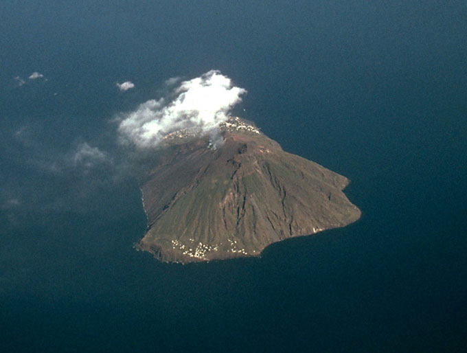 Stromboli island from about 10'000 m.a.s.l. (scheduled flight), view ...